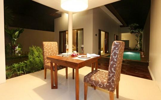 Uppala Villa Umalas à Bali en Indonésie - table à manger