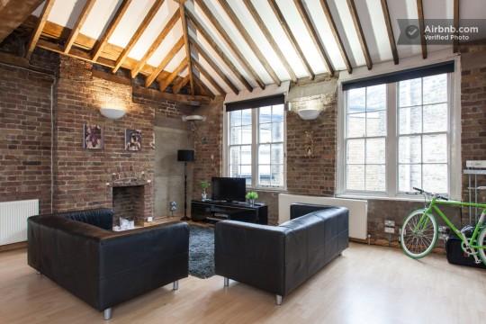 Appartement esprit loft à Londres avec des murs en briques