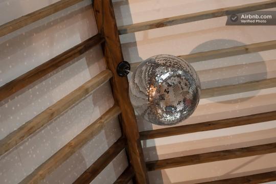 Appartement esprit loft - Boule disco à facettes