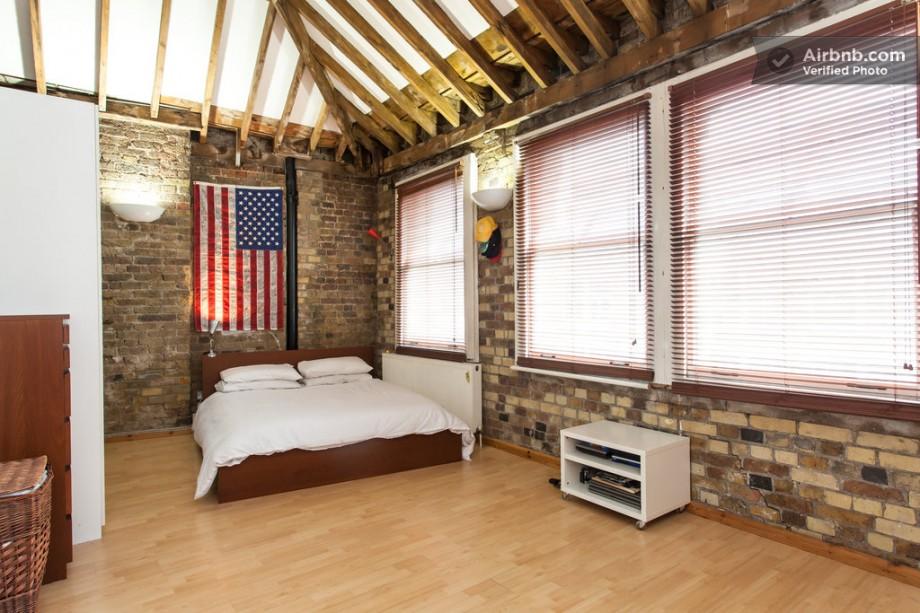 Appartement esprit loft chambre avec drapeau am ricain for Deco loft americain