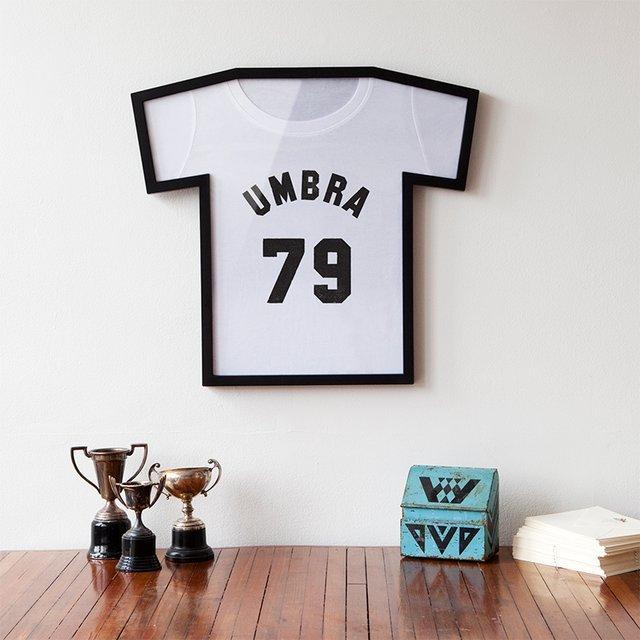 Idée déco : Encadrez vos T-shirts et autres maillots de foot