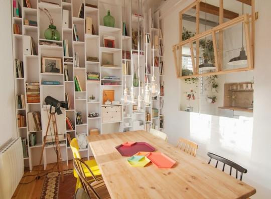 Idée déco - Un mur d'étagères asymétriques
