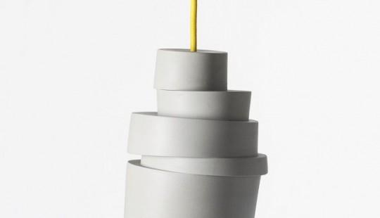 Stacked lamp - Suspension en porcelaine grise avec un fil jaune