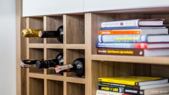Appartement déco scandinave - rangement bouteilles
