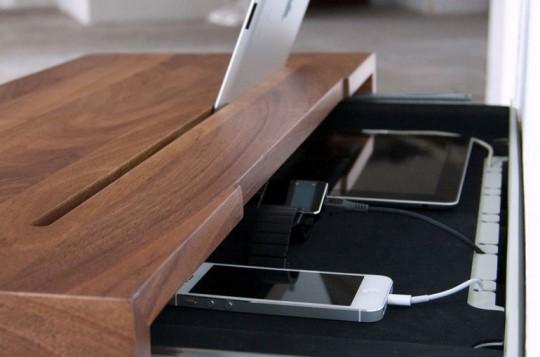 Stage interactiion Shelf - étagère murale en bois avec rangement intégré pour vos smartphone et tablettes