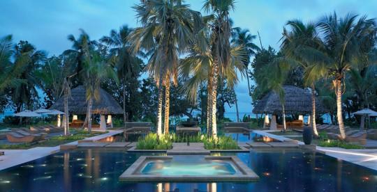 Hotel Hlton Labriz Seychelles - piscine et palmiers