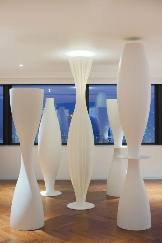 Appartement chinois déco colorée - lampadaires blanc originaux