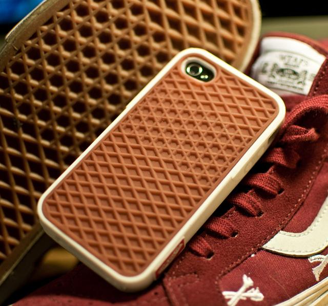 Ca vous dirait de téléphoner avec une semelle de Sneaker ?