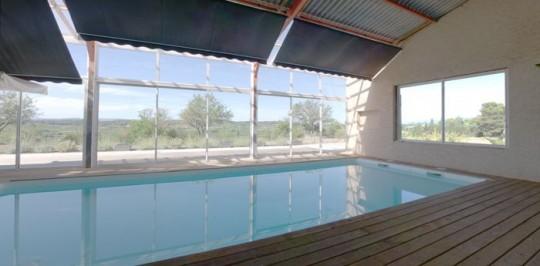 Tr s grande maison contemporaine avec piscine int rieure for Prix d une piscine couverte