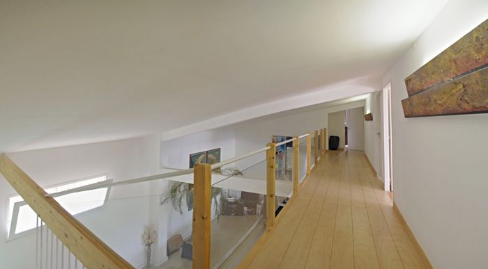 Maison comtemporaine azille couloir sur mezzanine for Maison avec mezzanine