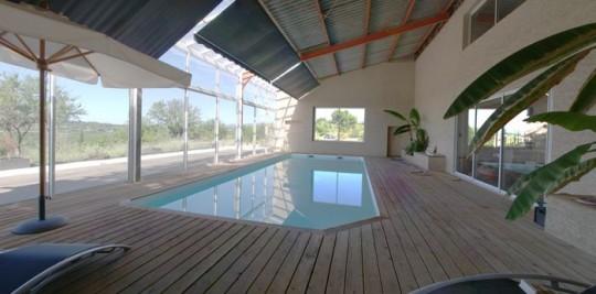 Maison comtemporaine à Azille - piscine intérieure