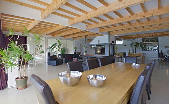Très grande maison contemporaine avec piscine intérieure à Azille