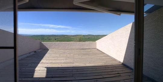 Maison comtemporaine à Azille - terrasse avec vue sur le jardin