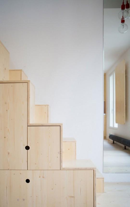Portes de placards et tiroirs sous l'escalier