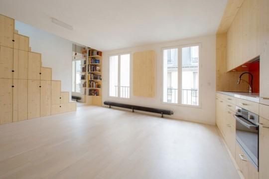 Un petit studio avec une pièce ouverte