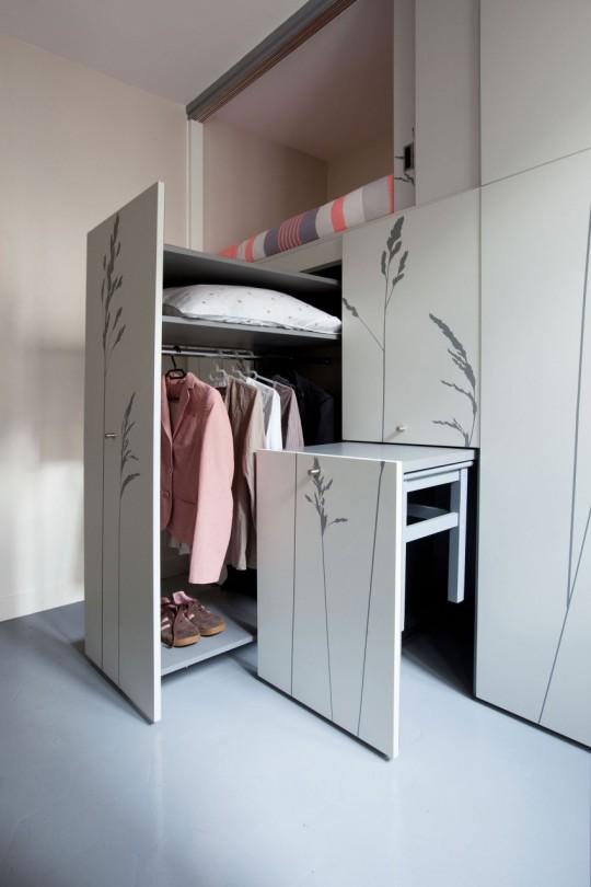 Dressing caché dans un petit appartement