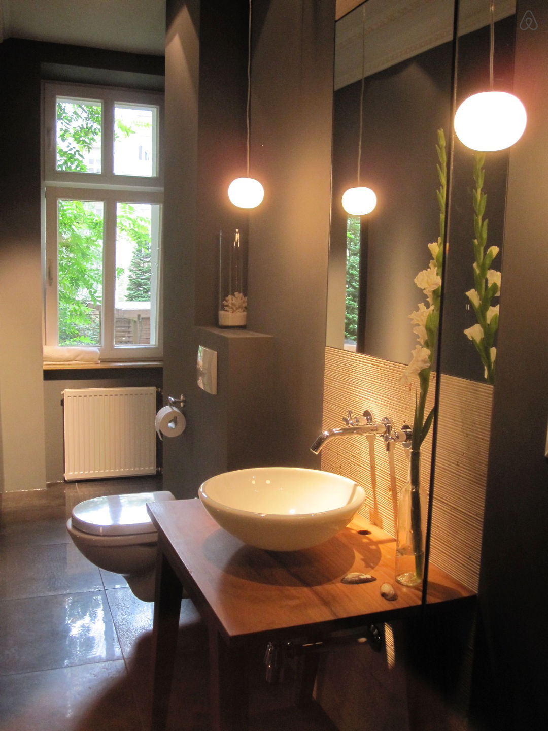 salle de bain contemporaine dans un studio berlin. Black Bedroom Furniture Sets. Home Design Ideas