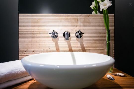 Vasque contemporaine posée