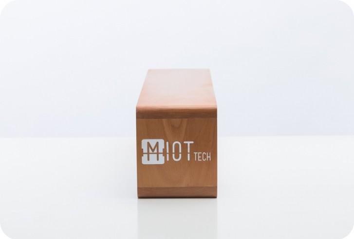 MIOT boitier en bois pour afficher vos fans sur les réseaux sociaux