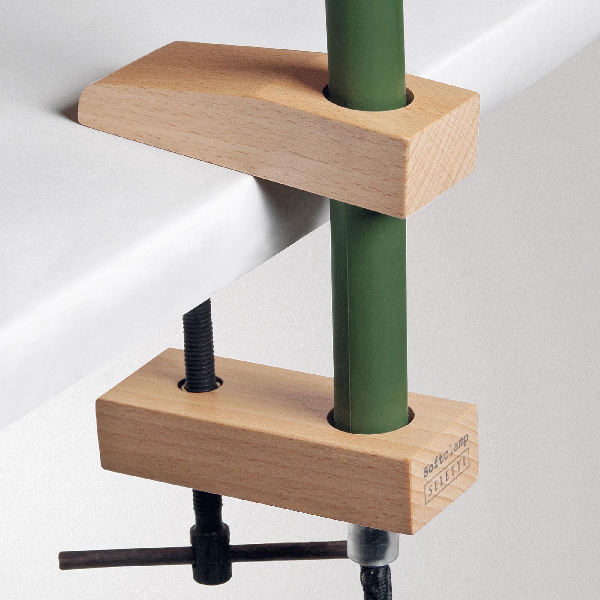 lampe de bureau avec pince seletti softclamp. Black Bedroom Furniture Sets. Home Design Ideas
