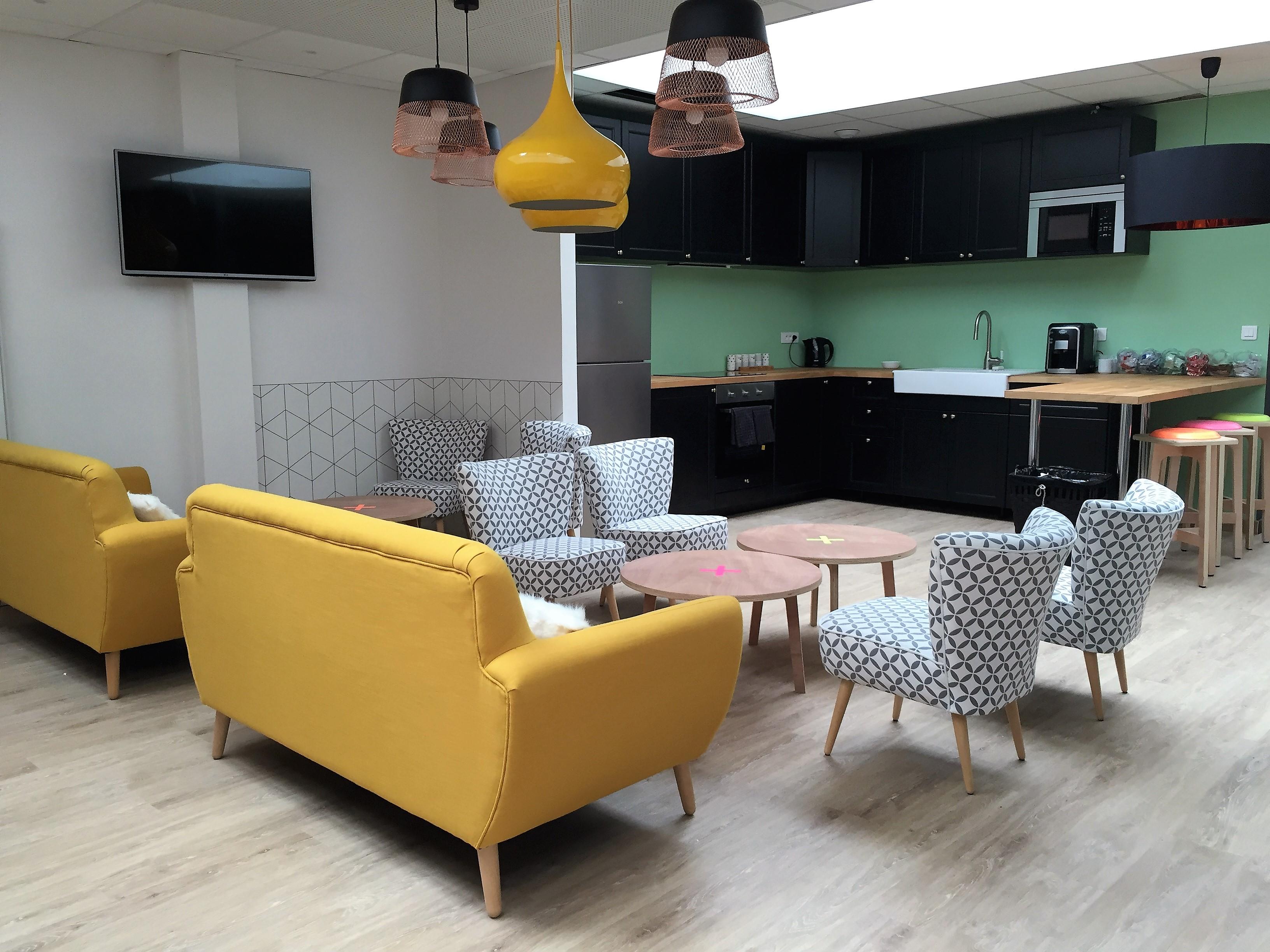 Le loft coworking espace lounge - Idee deco lounge design ...