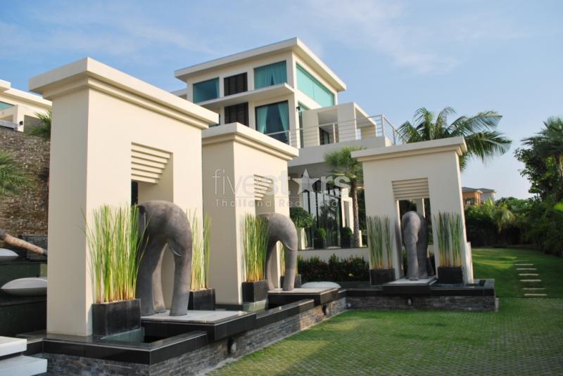 Une villa de r ve de 1200 m2 avec vue imprenable sur pattaya for Maison de reve moderne avec piscine