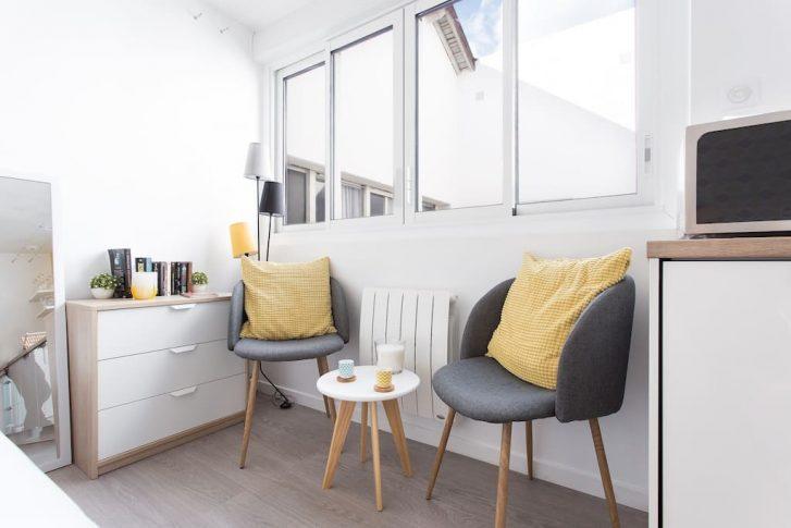 home staging un studio avec une d co r tro. Black Bedroom Furniture Sets. Home Design Ideas