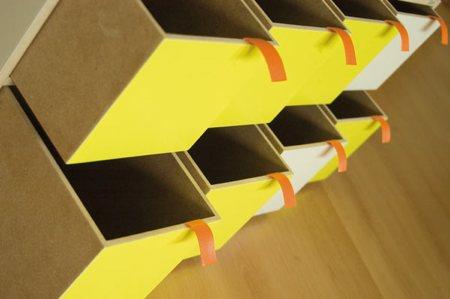 vue détaillée des rangements de l'armoire
