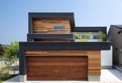 M4 House, une maison en bois moderne aux lignes cubiques