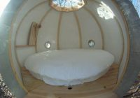 Cabane sphérique – intérieur avec lit