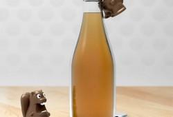 Rongeur décapsuleur : Un Castor essaie de grignoter ma bouteille !