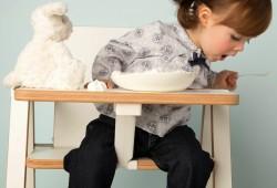 Mobilier bébé : Supaflat, la chaise haute pliable extra plate (4,2 cm d'épaisseur)