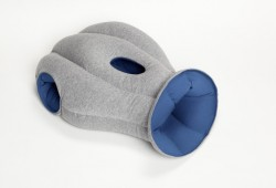 Ostrich Pillow : Le coussin cagoule pour faire la sieste au bureau
