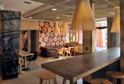 Déco de restaurant : MacDonald's Wood & Stone
