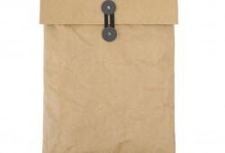 Une housse pour Macbook pro en forme d'enveloppe Kraft (avec un 2ème effet Kiss Cool à l'intérieur)