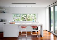 Maison en verre à Fair Harbor Long Island New-York – cuisine avec ilot central