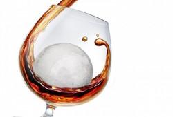 Whiskey Balls : Balles de glace pour boire un whiskey frais (sans le noyer)