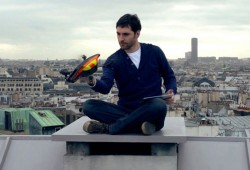 Regarder Paris vue du ciel assis dans son canapé ? C'est possible avec l'AR Drone 2.0 !