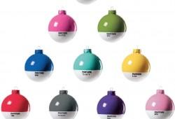 Les boules de Noël Pantone dans votre sapin