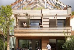 Une maison en bois éco-durable près de Paris par Djuric Tardio architectes