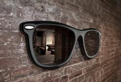 ENORME : Le miroir en forme de lunettes de soleil géantes