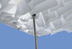 Sywawa Breezer   le parasol avec des drapeaux blancs