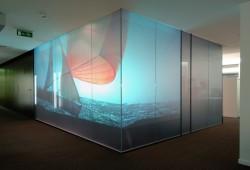 Priva Lite : Les vitres magiques qui se teintent électriquement par Quantum Glass