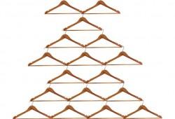 Déco de Noël à faire soi-même : Un sapin de Noël avec des cintres