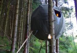 Tree tent by Luminair, la tente sphérique pour camper dans les arbres