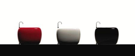 la baignoire de poche Coccinelle se décline en 3 couleurs : blanc rouge noir
