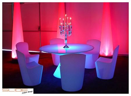 table lumineuse et chaises lumineuses Slide Design
