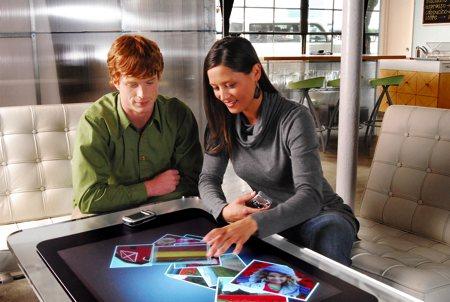 table basse avec écran tactile Microsoft surface