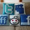 Coussins réseaux sociaux Facebook, Twitter, Tumblr… by Craftsquatch