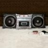 Déco années 80 : Coussins radio-cassettes Boombox et haut-parleurs